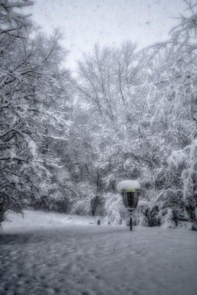 disc golf image - snowy basket