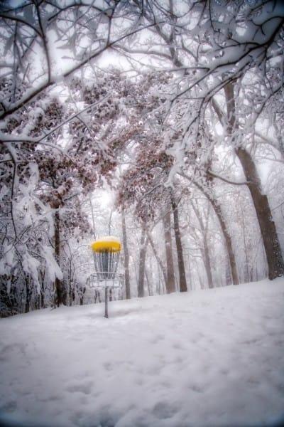 Disc golf image, snowy basket 2